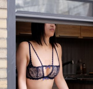Ozden escorts in Oak Hills
