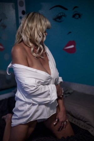 Gwenaele escorts in Highland Illinois